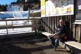 Femma op het bankje onderaan de Sonnenhanglift