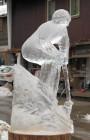 Overal in het centrum kom je (ontdooiende) ijssculpturen tegen. Deze skiër vond ik wel mooi!