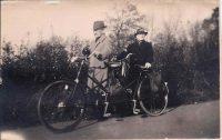 Opa en Oma, ouders van mijn vader, op de tandem. Jaartal onbekend.