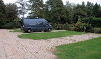 Camperplaats Het Uilennest in Hurwenen, omgeving Zaltbommel. Een prima plekje voor € 12,50 incl. stroom, water, toilet legen enz.