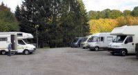 De camperplaats in Nettersheim. Wij staan rechts aan het eind.