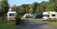 De camperplaats tegenover de camping in Gross Reken.