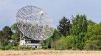 De radiotelescoop in Dwingeloo, met 25m doorsnede ooit de grootste ter wereld, gaat proberen onze signalen via de maan op te vangen! [Foto Veron]