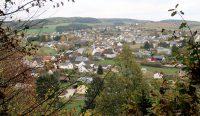 Uitzicht over Pronsfeld vanaf de cache-locatie.