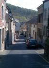 Een straatje, op weg naar de bakker in Givet (Frankrijk)
