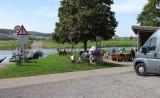 Lunch in het zonnetje met uitzicht op de rivier...