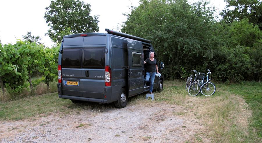 De camperplaats in de wijngaard in Gundersheim. En ja, we hebben de fietsen mee!