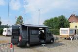 We hebben een (voorlopig) plekje op de camperplaats naast de Messe.