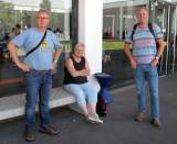 Arbo (links) en Wilko (rechts), onze QSL-manager die zelfs een stapeltje kaarten voor mij bij zich bleek te hebben!
