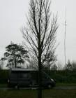Mijn kampeerbus met de stalen mast en de VHF-antennes.