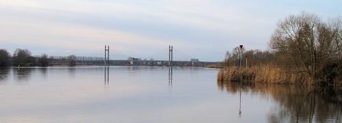 Mooi zicht over de IJssel, met je voeten in het water...