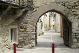 Eén van de ingangen van de middeleeuwse commanderij.