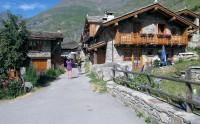 We lopen het oude dorpje Bonneval in.