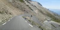 De weg naar beneden van de Col d'Izoard.