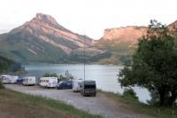 Overnachten op 1600m hoogte aan het Lac de Roselend, enkele km's voor de Col.