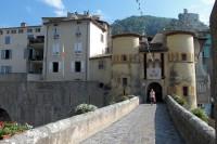 De toegangspoort van Entrevaux.