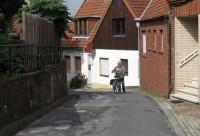 """Sommige straatjes zijn gewoon té steil om te fietsen, met """"slechts"""" 7 versnellingen..."""