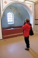 In een nagebouwd Romeins badhuis.