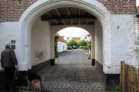 Fraaie oude boerderij in carrévorm met binnenplaats.