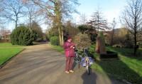 De start van de multi-cache in het Stadspark van Goch. Mooi weer, zon!