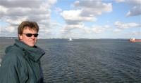 Wietse op de boot naar Zweden.
