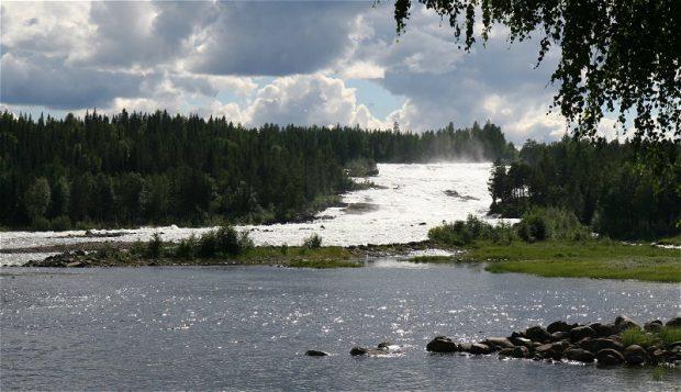 Op afstand hoor je al het gebrul en gedreun van deze machtige vloed!