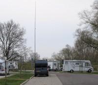 De camper mét de antenne, dit is circa. 10m. Hier is hij 2,5m korter dan 'normaal'...