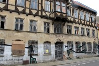Vele oude gebouwen lijken té ver heen voor restauratie.