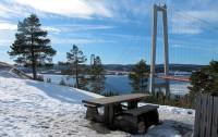 De Hoge Kustbrug over de rivier de Ångermanälven.
