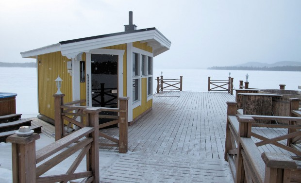 Sauna cabine 2 op de grote steiger met hottub (rechts).