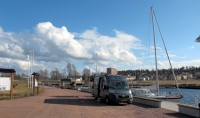 De camperplaats aan de haven in Kristinehamn.