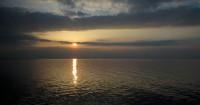 Ondergaande zon vanaf de veerboot.