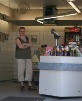 Bij de viswinkel in Elburg.