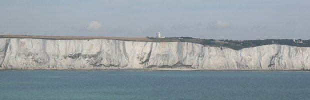 De Engelse kust, gezien vanaf de veerboot.