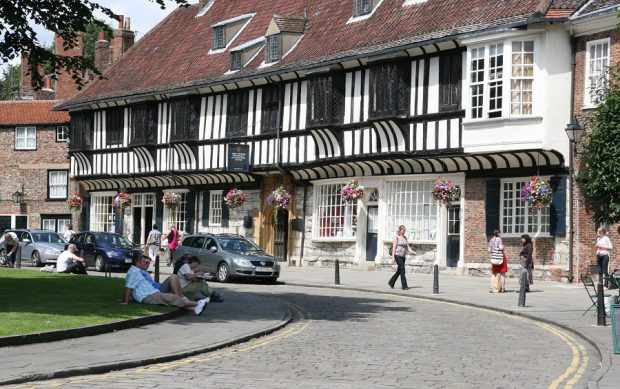 Leuke en soms beroemde straatjes in York.