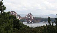 De beroemde spoorbrug over de Firth of Forth, een soort fjord.