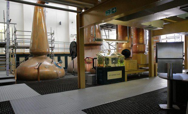 Een verboden kiekje van de destilleerderij...