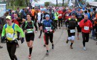 De start van de 37km-loop, heuvel op, heuvel af!