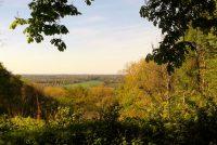 Het uitzicht vanaf de smalle bergrug in Gildenhausen.