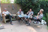 Peter, Niels, Robert en Gijs in de loop van de middag: even wat drinken!