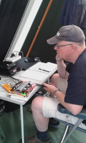 Arbo PH0AS maakt radioverbindingen...