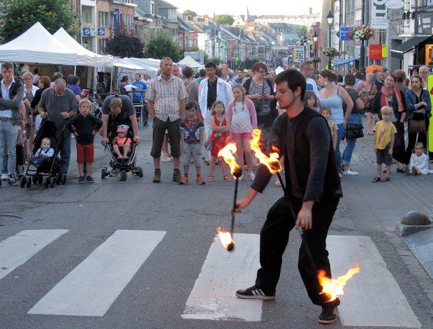 Een straatartiest in vuur en vlam!