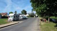 De camperplaats in Vitry-aux-Loges aan het kanaal d'Orléans.