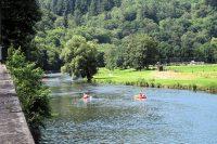 Kanoërs op de rivier de Semois bij Bouillon.