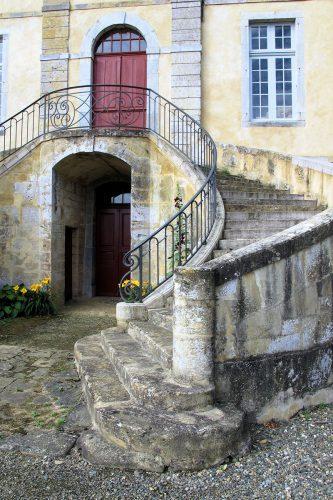 De fraaie opgang naar de voordeur van het Chateau.