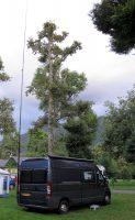 Op de camping in Peyrouse, de antenne staat alweer overeind.