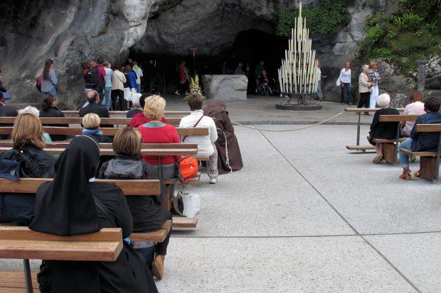De grot van Lourdes...