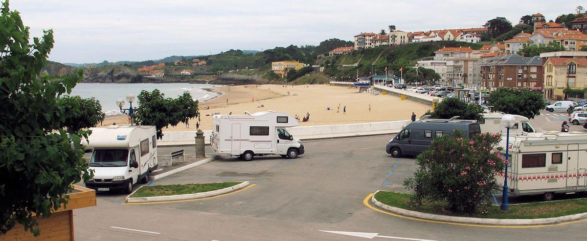 Overnachten bij het strand in Comillas.