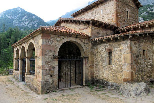 Het kerkje Santa Maria de Labeña uit ca. 925.