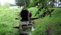 Trois Fontaine, heet het kerkje: drie bronnen. Dit is er eentje van, wel mooi!